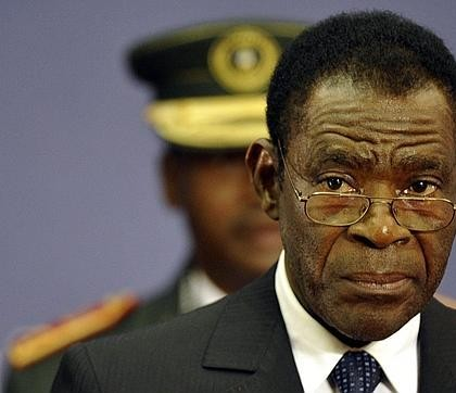 Le président Obiang face à six candidats