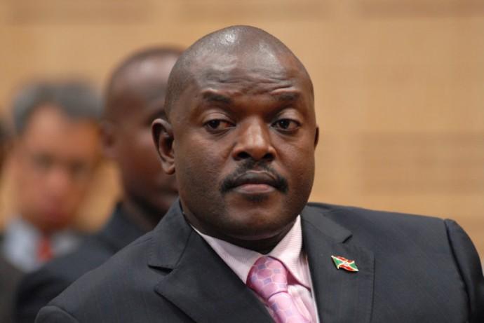 Nkurunziza, de plus en plus isolé, pousse le Burundi vers une crise politique grave