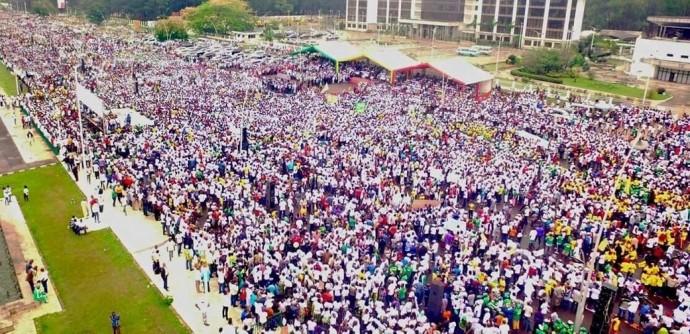 Le Congo défile massivement en faveur du changement de Constitution