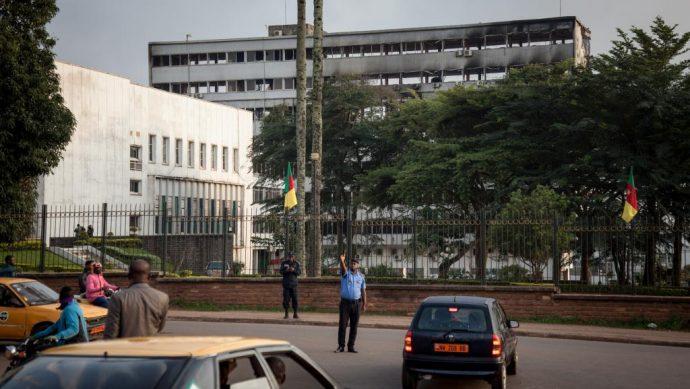 Un incendie spectaculaire ravage l'Assemblée nationale camerounaise