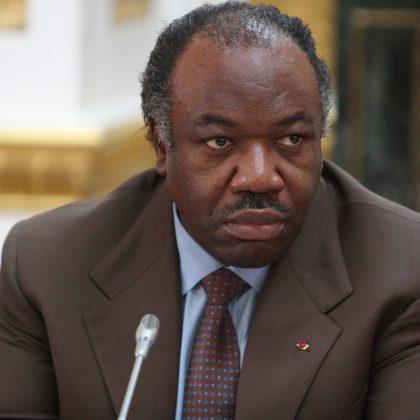 Ali Bongo coupe dans les effectifs de la présidence