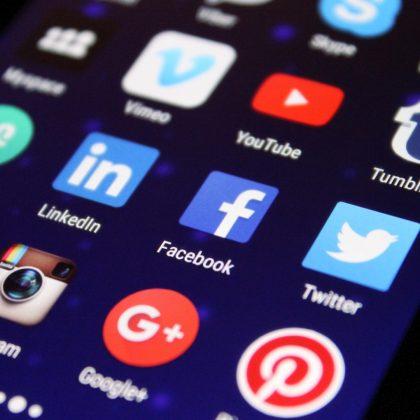 Manifestation virtuelle contre la censure des réseaux sociaux