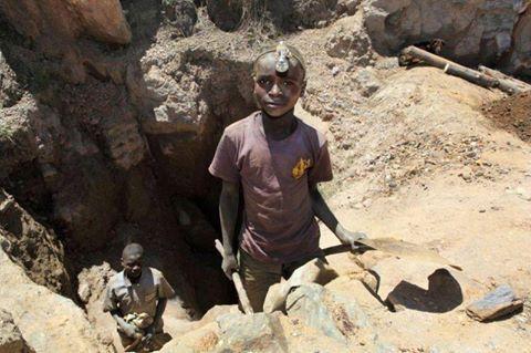 Apple, Google, Microsoft, Dell et Tesla sont poursuivies pour la mort d'enfants mineurs en RDC