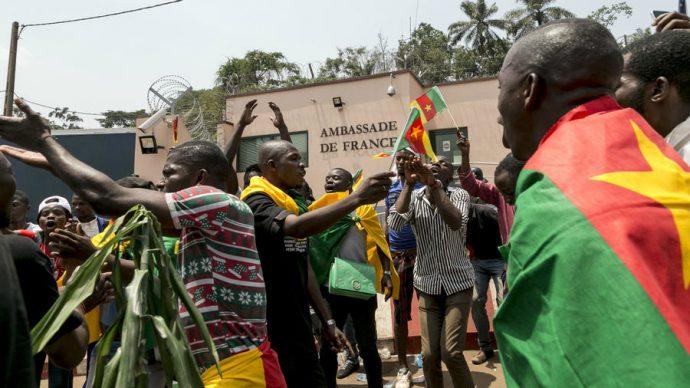 Les manifestants camerounais exhortent le président Biya à démissionner